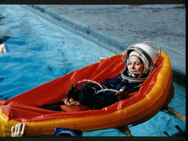 STS-32 MS Dunbar wearing LES floats in life raft during water egress training