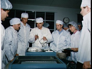 STS-32 crewmembers participate in bench review at Boeing's FEPF