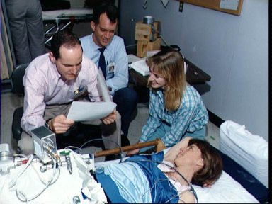 STS-32 crewmembers test DSO 0478 lower body negative pressure (LBNP) device