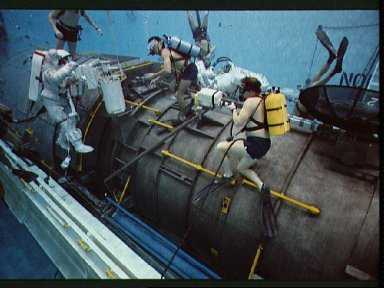 STS-31 MS McCandless, in EMU, during JSC WETF underwater simulation
