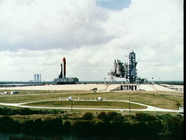 STS-36 Atlantis, OV-104, nears KSC LC Pad 39A after VAB rollout