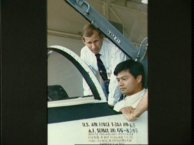 1990 astronaut candidates Chiao and Cockrell examine T-38A cockpit controls