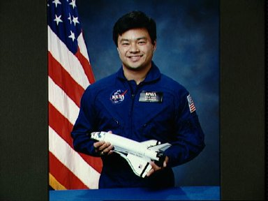 Official portrait of astronaut Leroy Chiao