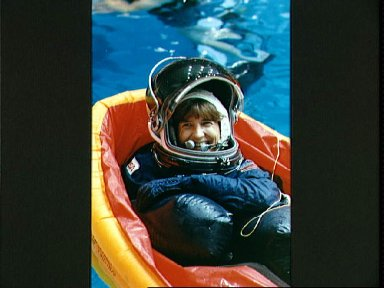 STS-37 Mission Specialist (MS) Godwin floating in life raft in JSC WETF pool
