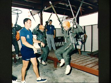 STS-47 Payload Specialist Mohri and backup during Homestead AFB water training