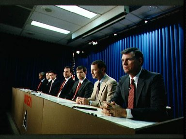 STS-39 crewmembers participate in preflight press conference at JSC's Bldg 2