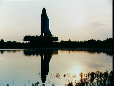 STS-48 Discovery, Orbiter Vehicle (OV) 103, rolls out to KSC LC Pad 39A