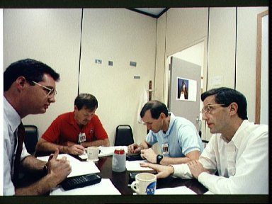 STS-47 crewmembers participate in handheld computer training at JSC