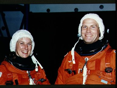 STS-47 MS Davis and MS/PLC Lee during JSC bailout training