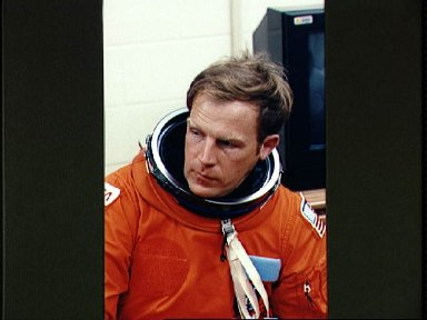 STS-47 MS and PLC Lee takes a break during LES donning prior to JSC training