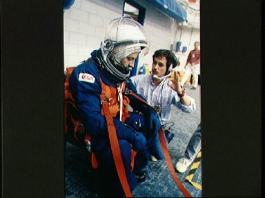 STS-46 Payload Specialist Malerba during water egress training at JSC's WETF