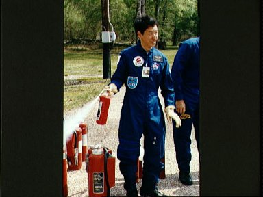 STS-47 Payload Specialist Mohri with fire extinguisher during JSC exercises