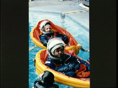 STS-46 Pilot Allen and Payload Specialist Malerba in life rafts at JSC's WEFT