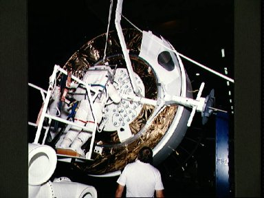 STS-49 INTELSAT VI-R mass simulator exercise with astronaut F. Story Musgrave
