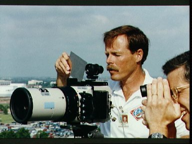 STS-47 Commander Gibson and MS Apt during LINHOF training on JSC's Bldg 1 roof