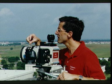 STS-47 MS Apt with LINHOF camera on JSC's Bldg 1 rooftop during training