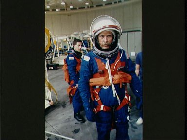 STS-47 Commander Gibson and MS Apt in JSC WETF for bailout exercises