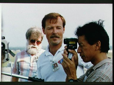STS-47 Commander Gibson and Payload Specialist Mohri during camera briefing
