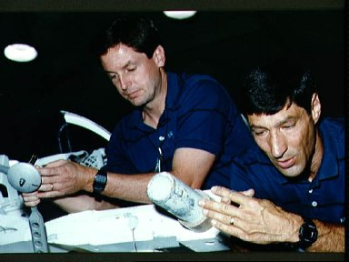 STS-54 MS Runco and MS Harbaugh participate in briefing at JSC's WETF