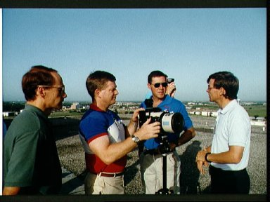 STS-52 crew and backup participate in camera equipment training on JSC rooftop