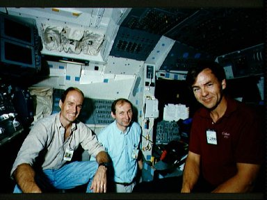STS-52 PS MacLean, backup PS Tryggvason, and PI pose on JSC's CCT flight deck