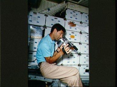 STS-54 MS1 Runco participates in camera familiarization in JSC's CCT