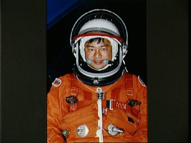 STS-65 Mission Specialist Chiao prepares for escape training in MAIL Bldg 9NE