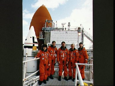 STS-54 crewmembers take a break from TCDT procedures on KSC launch tower