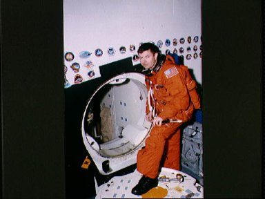 STS-56 Commander Cameron, in LES, during JSC emergency egress training