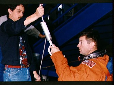 STS-56 Commander Cameron, in LES, with sky genie during JSC egress training