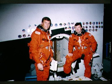 STS-56 Commander Cameron and Pilot Oswald at CCT hatch during JSC training