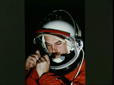 Astronaut William Readdy participates in emergency bailout training