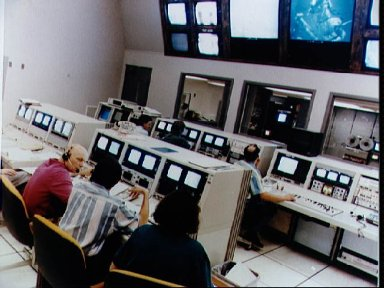 Astronauts Hoffman and Musgrave monitor Neutral Buoyancy Simulator training