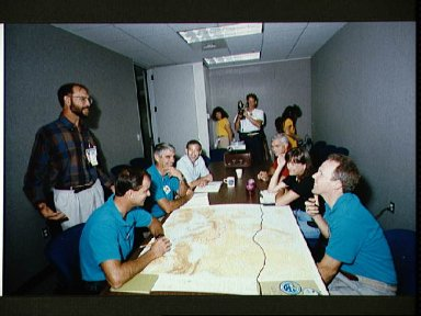 STS-59 crewmembers in training for onboard Earth observations
