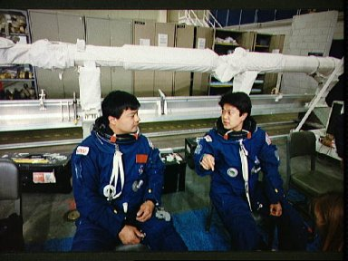 STS-65 Mission Specialist Chiao and Payload Specialist Mukai at JSC's WETF