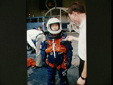 STS-65 Payload Specialist Mukai in LES with Rockwell's Scott Gill at WETF
