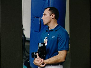 STS-65 Mission Specialist Walz poolside at JSC's WETF during contingency exer