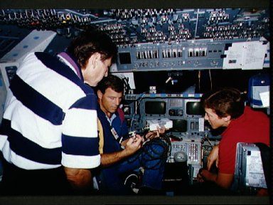 STS-67 crewmembers discuss possible communication problems for mission