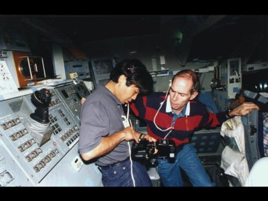 Astronauts Koichi Wakata (left) and Daniel T. Barry check the settings on a 35mm camera during an STS-72 training session.