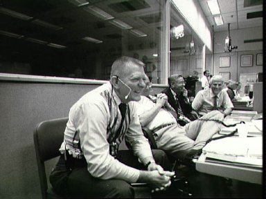 JSC Officials in MCC Bldg 30 monitor STS-26 Discovery, OV-103, activity