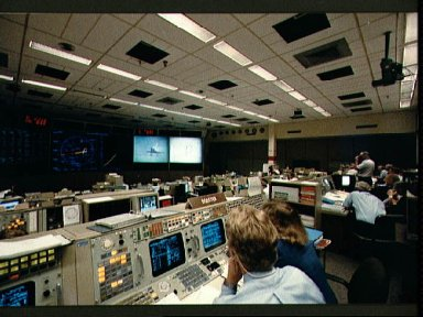 JSC Mission Control Center (MCC) personnel watch STS-26 landing in FCR