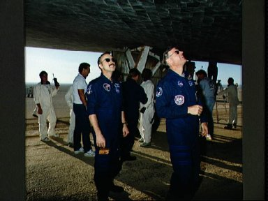 STS-28 MS Adamson inspects Columbia's, OV-102's, thermal protection system