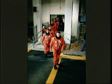 STS-29 crewmembers leave KSC Operations and Checkout (O and C) Building