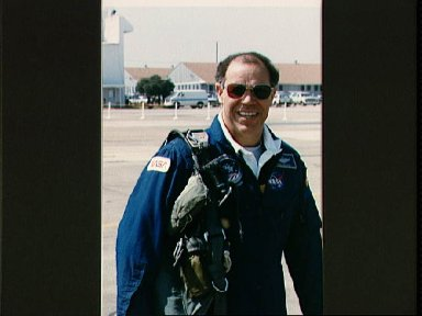 Astronaut Gregory prepares for Ellington Field departure with STS-29 crew