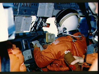 STS-29 Discovery, OV-103, crew on flight deck during reentry