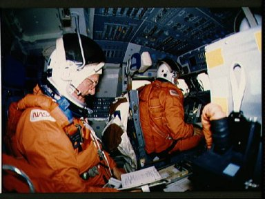 STS-29 Discovery, OV-103, crew on flight deck prepares for reentry
