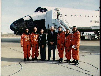 STS-29 Discovery, OV-103, crew with NASA administrators