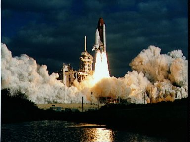 STS-31 Discovery, Orbiter Vehicle (OV) 103, lifts off from KSC LC Pad 39B