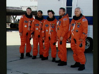 STS-31 crew poses on EAFB concrete runway after egressing OV-103