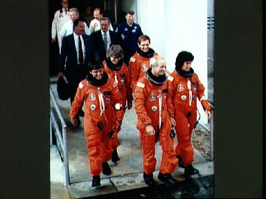 STS-34 crewmembers leave KSC O and C Bldg for LC Pad 39B